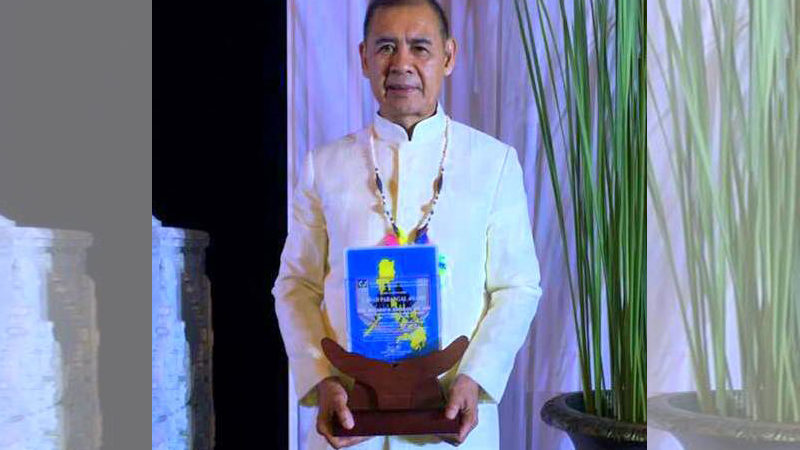 Napulan bags 2019 Most Outstanding Municipal Mayor award