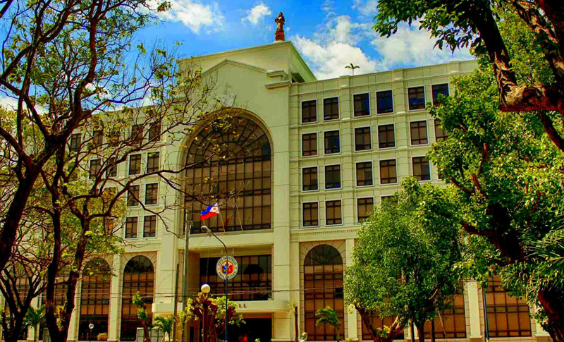 Iloilo City Hall at Plaza Libertad