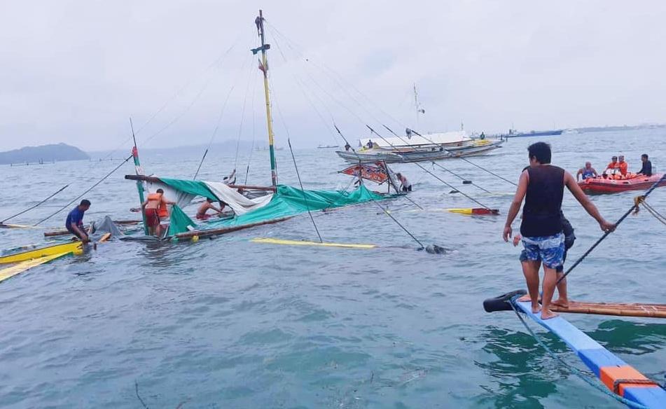 Iloilo Guimaras pump boat capsized.