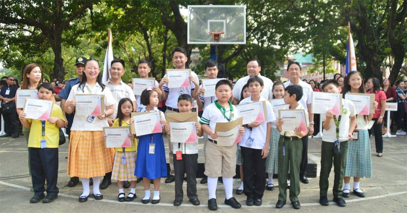 Ilonggo math wizards who won trophies and medals in Hongkong olympiad.