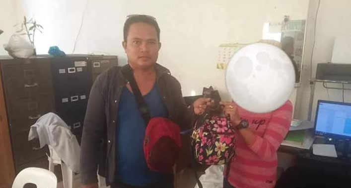 Tricycle driver Melvin Aguro returns bag full of cash, cellphones and pocket wifi to its rightful owner.