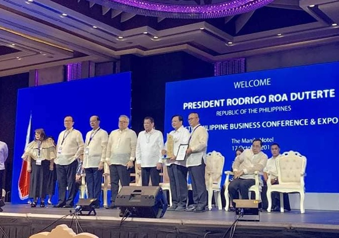 Mayor Jerry Trenas receives the Most Business-Friendly LGU award from President Rodrigo Duterte, keynote speaker of the event.