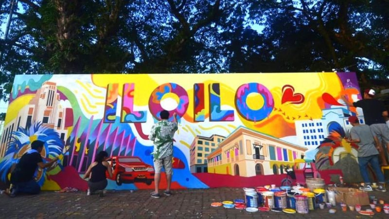 LOOK: Treñas 'painting his dreams for Iloilo City' in a mural