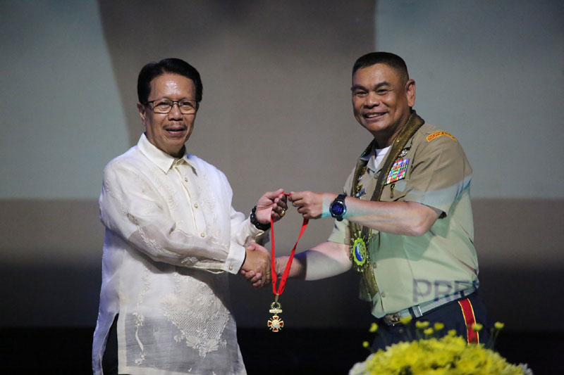 BGen. Custodio Parcon Jr. donates his Medal of Valor, the highest award in AFP, to CPU through Alumni Association president Isagani Jalbuena.