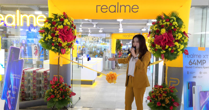 Realme opens biggest flagship concept store in Iloilo City