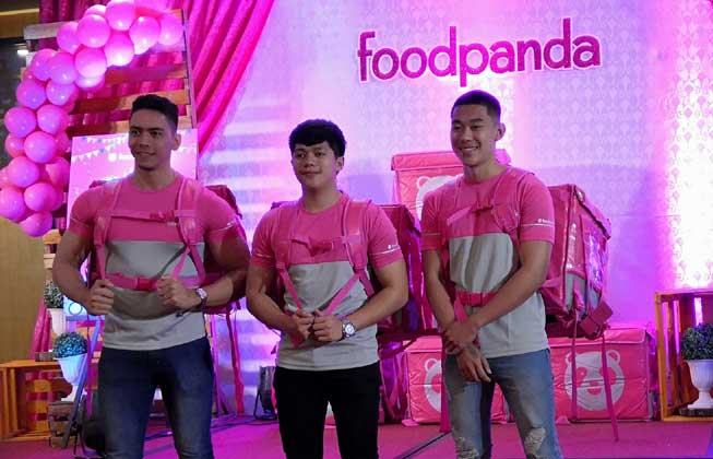 foodpanda riders ready to delivery your orders.