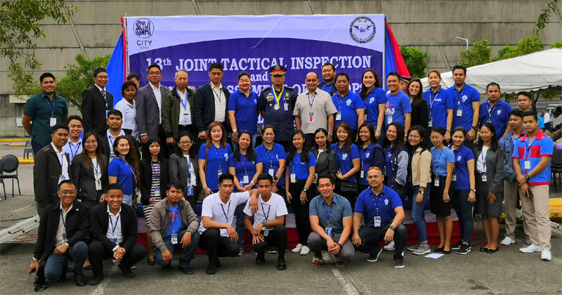 SM City Iloilo executives and staff with PCol. Fidel Dacpano.