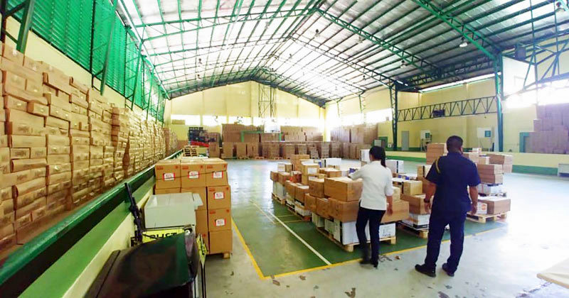 Megaworld donates alcohol and grocery bags to Iloilo City.