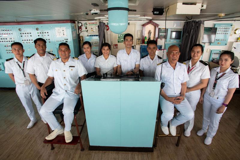mv-st-therese-crew