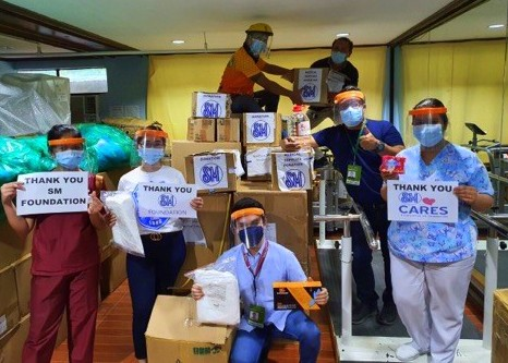 CAGAYAN DE ORO - Frontliners from Northern Mindanao Medical Center in Cagayan de Oro City thanks SM Foundation, Inc for their donation of PPEs and medical supplies to help fight the pandemic.