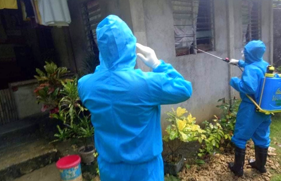 LDRRMO in Jordan going around Brgy. Espinosa to disinfect houses after three residents turned positive for COVID-19.