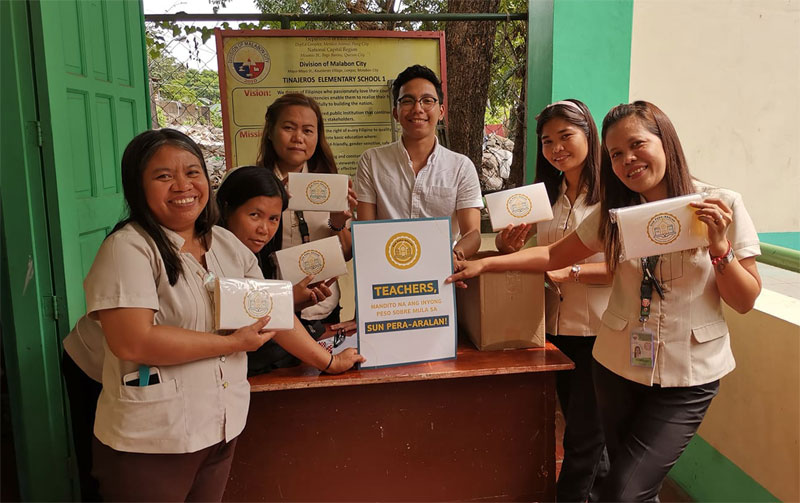 Sun Pera-Aralan distribution of Peso Sobre tool to teachers.