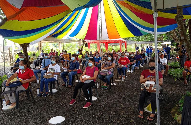 SM Kabalikat sa Kabuhayan farmer-participants during the launching at Sta. Barbara, Iloilo.