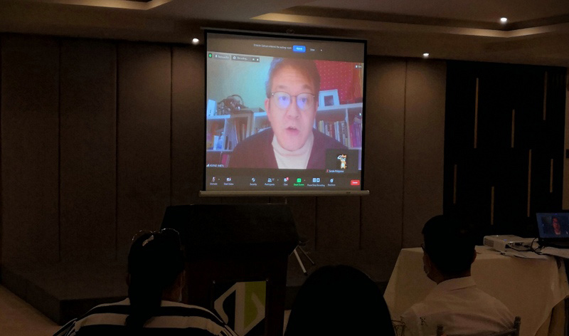 Daisuke Asano of Japan's Ministry of Economy Trade and Industry (METI) introduces Future Classroom Project via Zoom.