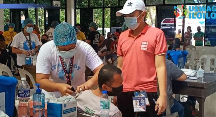 Covid-19 vaccination at Brgy Calumpang, Molo
