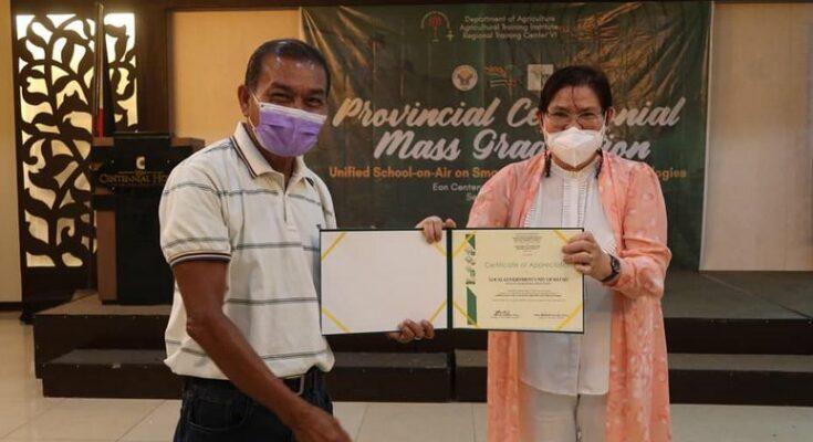 Rice farmers graduate in DA school in air program